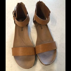 Cathy Jean Natural Sandals Size 10